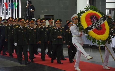 พิธีเคารพศพประธานประเทศ เจิ่นด่ายกวาง - ảnh 9