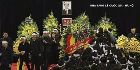 พิธีเคารพศพประธานประเทศ เจิ่นด่ายกวาง - ảnh 2
