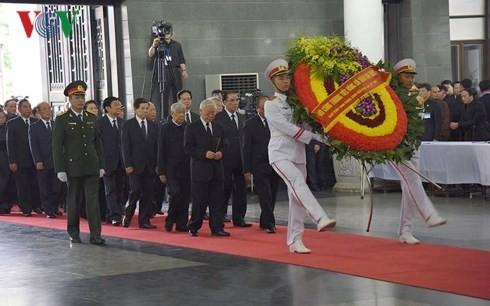 พิธีเคารพศพประธานประเทศ เจิ่นด่ายกวาง - ảnh 1