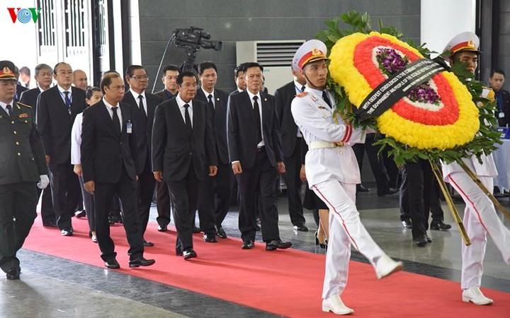 พิธีเคารพศพประธานประเทศ เจิ่นด่ายกวาง - ảnh 19