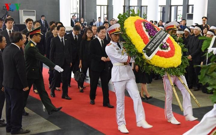 พิธีเคารพศพประธานประเทศ เจิ่นด่ายกวาง - ảnh 24
