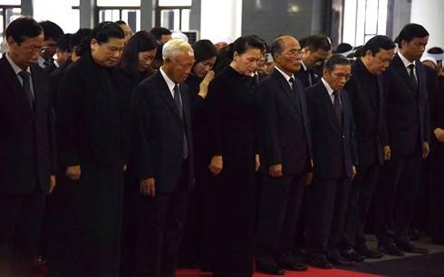 พิธีเคารพศพประธานประเทศ เจิ่นด่ายกวาง - ảnh 5