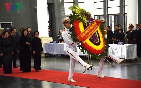 พิธีเคารพศพประธานประเทศ เจิ่นด่ายกวาง - ảnh 7