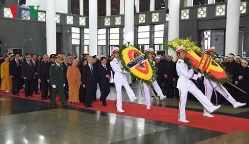 พิธีเคารพศพประธานประเทศ เจิ่นด่ายกวาง - ảnh 8
