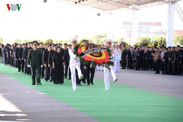 พิธีเคารพศพประธานประเทศ เจิ่นด่ายกวาง - ảnh 14