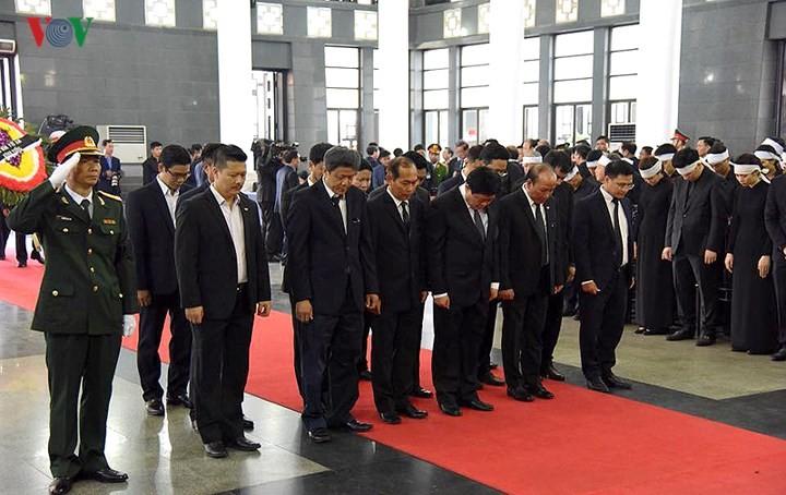 พิธีเคารพศพประธานประเทศ เจิ่นด่ายกวาง - ảnh 13