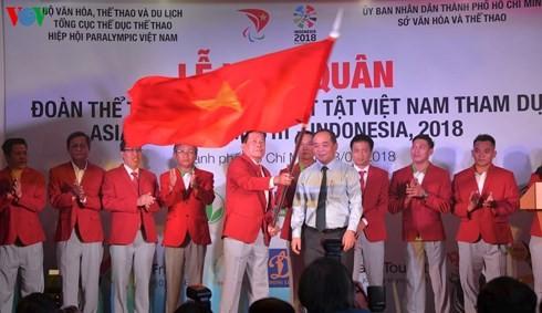 การปล่อยแถวขบวนคณะนักกีฬาคนพิการเวียดนามเข้าร่วมการแข่งขันกีฬาเอเชียนพาราเกมส์ 2018 - ảnh 1
