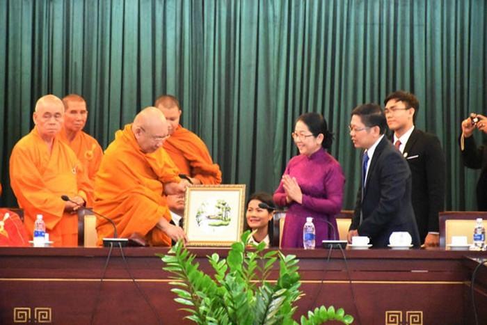 ผู้บริหารนครโฮจิมินห์ให้การต้อนรับคณะผู้แทนพุทธศาสนาของประเทศไทย - ảnh 1