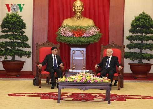 เลขาธิการใหญ่พรรคคอมมิวนิสต์เวียดนาม เหงียนฟู้จ่อง ให้การต้อนรับนายกรัฐมนตรีลาว - ảnh 1