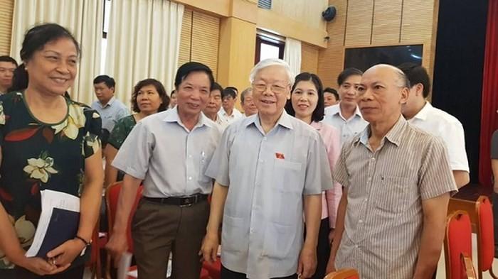 เลขาธิการใหญ่พรรคคอมมิวนิสต์เวียดนาม เหงียนฟู้จ่อง ลงพื้นที่พบปะกับผู้มีสิทธิ์เลือกตั้งกรุงฮานอย - ảnh 1