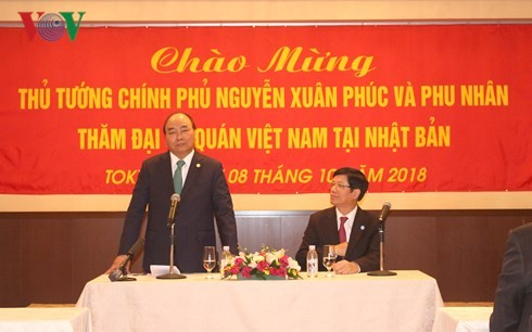 นายกรัฐมนตรีให้การต้อนรับผู้ประกอบการนอกรอบการประชุมสุดยอดแม่น้ำโขง-ญี่ปุ่นและเยือนญี่ปุ่น - ảnh 2