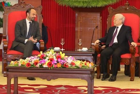 เลขาธิการใหญ่พรรค ประธานประเทศ เหงียนฟู้จ่อง ให้การต้อนรับนายกรัฐมนตรีฝรั่งเศส - ảnh 1