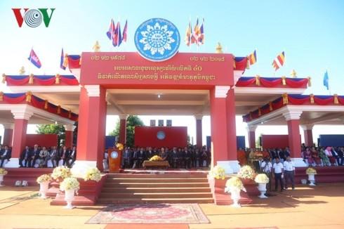 กัมพูชารำลึก 40 ปีวันก่อตั้งแนวร่วมสามัคคีประชาชาติกู้ชาติ - ảnh 1