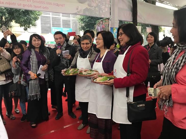 สถานทูตไทยในกรุงกรุงฮานอยเข้าร่วมงานเทศกาลอาหารนานาชาติ ณ กรุงฮานอย ครั้งที่ 6 - ảnh 5
