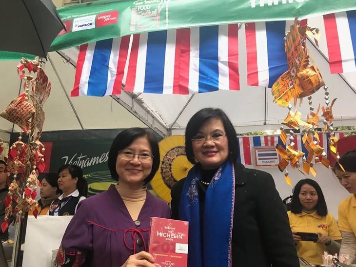 สถานทูตไทยในกรุงกรุงฮานอยเข้าร่วมงานเทศกาลอาหารนานาชาติ ณ กรุงฮานอย ครั้งที่ 6 - ảnh 3