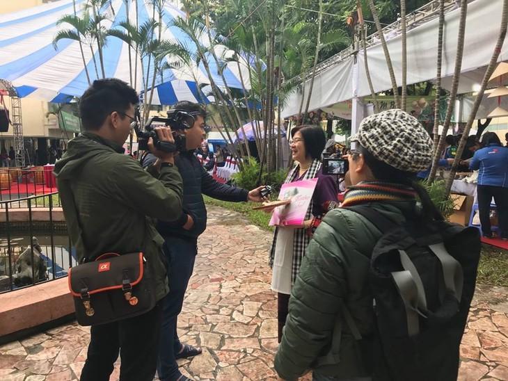 สถานทูตไทยในกรุงกรุงฮานอยเข้าร่วมงานเทศกาลอาหารนานาชาติ ณ กรุงฮานอย ครั้งที่ 6 - ảnh 6