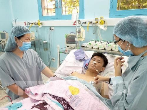 เวียดนามประสบความสำเร็จในการปลูกถ่ายไตจากผู้บริจาคสมองตายให้แก่เด็กครั้งแรก - ảnh 1