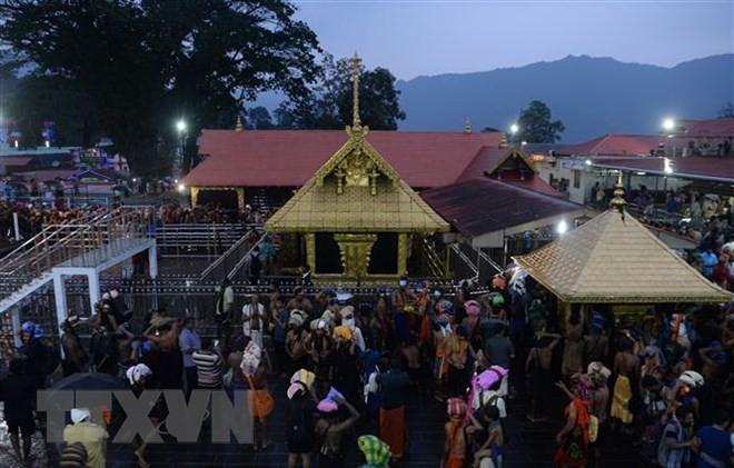 สถานการณ์ในภาคใต้อินเดียทวีความรุนแรงมากขึ้นหลังคำวินิจฉัยเกี่ยวกับวิหารฮินดูศักดิ์สิทธิ์ซาบาริมาลา - ảnh 1