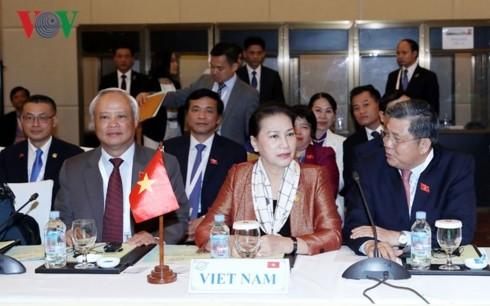 ประธานสภาแห่งชาติ เหงียนถิกิมเงิน เข้าร่วมพิธีปิดการประชุมประจำปีฟอรั่มรัฐสภาเอเชียแปซิฟิกครั้งที่ 27 - ảnh 1