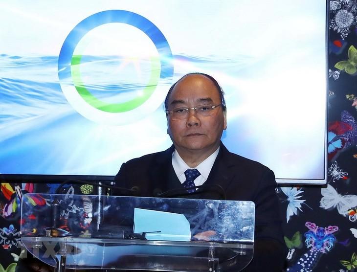 นายกรัฐมนตรีเสนอมาตรการอนุรักษ์สิ่งแวดล้อมทางทะเลในฟอรั่ม WEF ดาวอส 2019 - ảnh 1