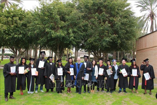 อิสราเอลมอบปริญญาโทด้านการเกษตรให้แก่นักศึกษาเวียดนาม - ảnh 1