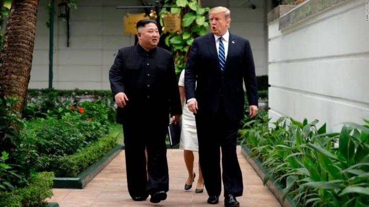 ທົບທວນຄືນການເຄື່ອນໄຫວຂອງ ປະທານາທິບໍດີອາເມລິກາ Donald Trump  ແລະ ປະທານ ສປປ. ເກົາຫຼີ Kim Jong-un ທີ່ກອງປະຊຸມສຸດຍອດຄັ້ງທີ 2 ລະຫວ່າງອາເມລິກາ-ສປປ.ເກົາຫຼີ ຊຶ່ງຖືກດຳເນີນຢູ່ ນະຄອນຫຼວງຮ່າໂນ້ຍຂອງຫວຽດນາມ. - ảnh 10