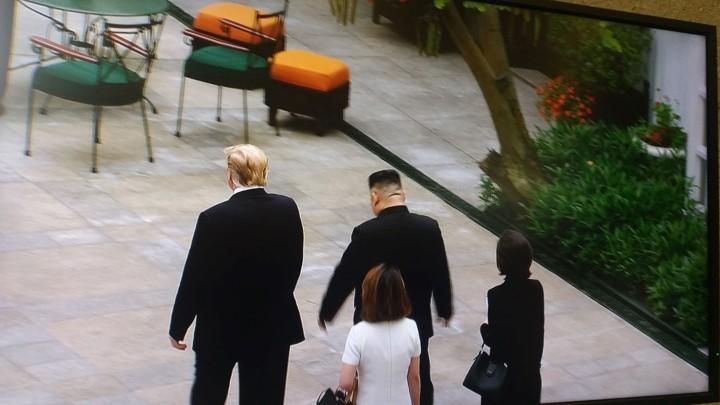 ທົບທວນຄືນການເຄື່ອນໄຫວຂອງ ປະທານາທິບໍດີອາເມລິກາ Donald Trump  ແລະ ປະທານ ສປປ. ເກົາຫຼີ Kim Jong-un ທີ່ກອງປະຊຸມສຸດຍອດຄັ້ງທີ 2 ລະຫວ່າງອາເມລິກາ-ສປປ.ເກົາຫຼີ ຊຶ່ງຖືກດຳເນີນຢູ່ ນະຄອນຫຼວງຮ່າໂນ້ຍຂອງຫວຽດນາມ. - ảnh 8