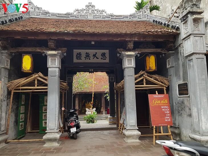 ประเพณีการบูชาผู้ให้กำเนิดอาชีพในหมู่บ้านศิลปาชีพต่างๆในเวียดนาม - ảnh 2