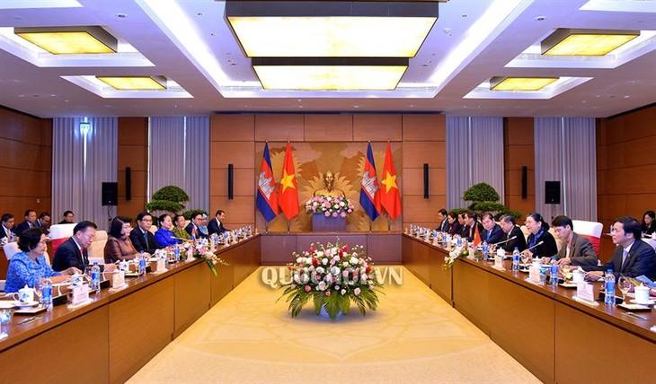 คณะผู้แทนรัฐสภากัมพูชาเยือนเวียดนามอย่างเป็นทางการ - ảnh 1