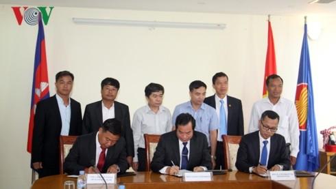 มหาวิทยาลัยเวียดนามและกัมพูชาผลักดันความร่วมมือในการฝึกอบรมทรัพยากรมนุษย์ - ảnh 1