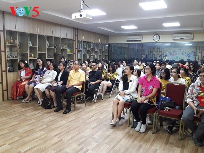 กิจกรรมฉลองวันสงกรานต์ที่ศูนย์ภาษาและวัฒนธรรมไทยสังกัดมหาวิทยาลัยฮานอย - ảnh 5