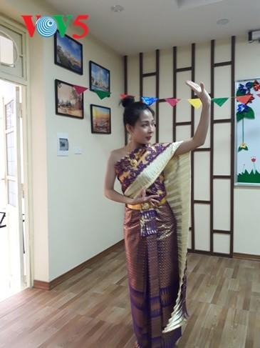 กิจกรรมฉลองวันสงกรานต์ที่ศูนย์ภาษาและวัฒนธรรมไทยสังกัดมหาวิทยาลัยฮานอย - ảnh 9