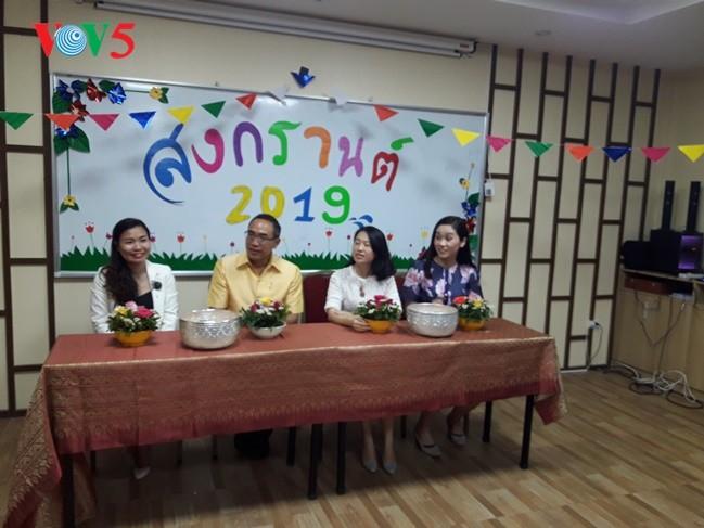 กิจกรรมฉลองวันสงกรานต์ที่ศูนย์ภาษาและวัฒนธรรมไทยสังกัดมหาวิทยาลัยฮานอย - ảnh 12