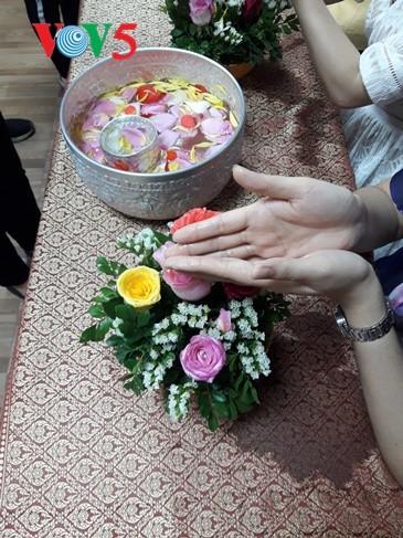 กิจกรรมฉลองวันสงกรานต์ที่ศูนย์ภาษาและวัฒนธรรมไทยสังกัดมหาวิทยาลัยฮานอย - ảnh 14