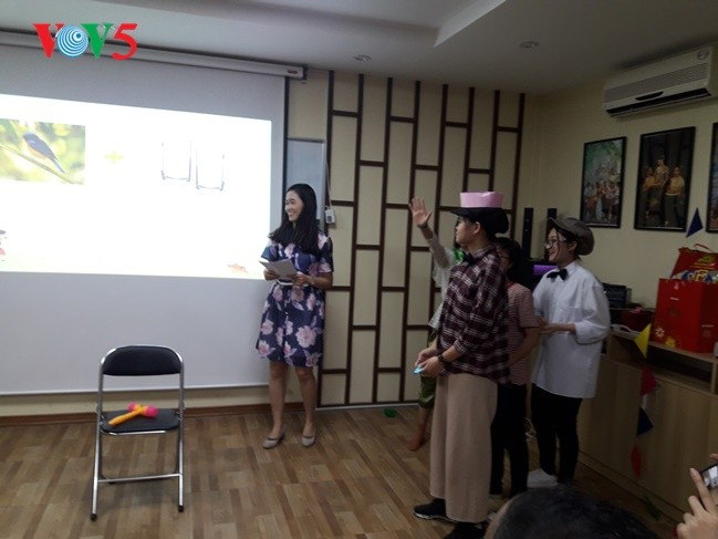 กิจกรรมฉลองวันสงกรานต์ที่ศูนย์ภาษาและวัฒนธรรมไทยสังกัดมหาวิทยาลัยฮานอย - ảnh 17