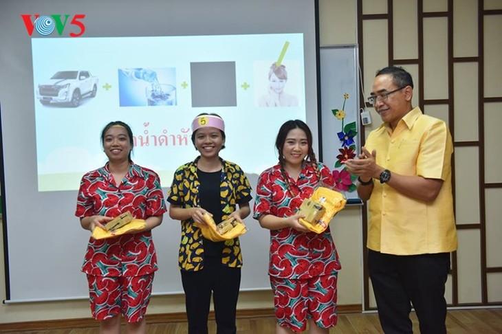 กิจกรรมฉลองวันสงกรานต์ที่ศูนย์ภาษาและวัฒนธรรมไทยสังกัดมหาวิทยาลัยฮานอย - ảnh 20