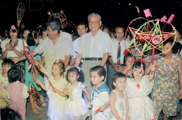 ช่วงเวลาที่น่าจดจำเกี่ยวกับอดีตประธานประเทศ เลดึ๊กแองห์ - ảnh 5