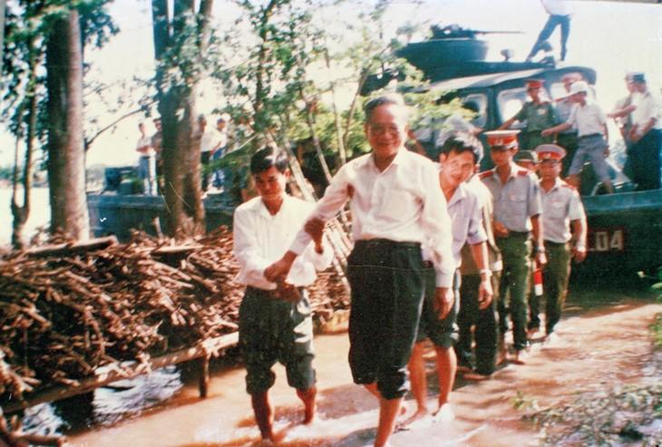 ช่วงเวลาที่น่าจดจำเกี่ยวกับอดีตประธานประเทศ เลดึ๊กแองห์ - ảnh 6