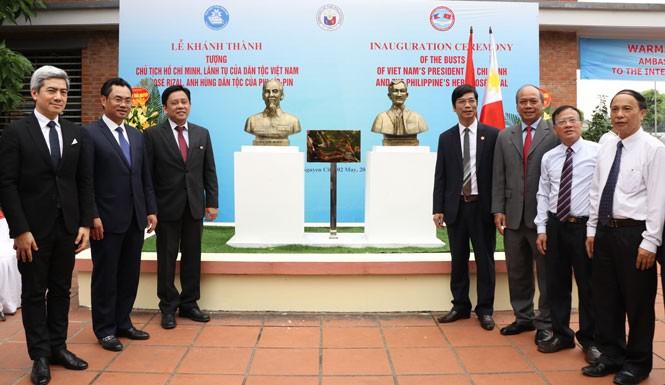 เปิดรูปปั้นประธานโฮจิมินห์และวีรชนประชาชาติฟิลิปปินส์ Jose Rizal - ảnh 1
