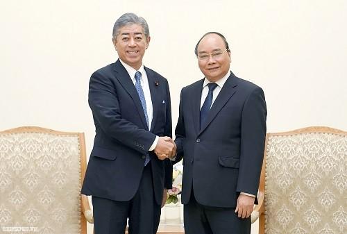 นายกรัฐมนตรี เหงียนซวนฟุก ให้การต้อนรับรัฐมนตรีกลาโหมญี่ปุ่น - ảnh 1