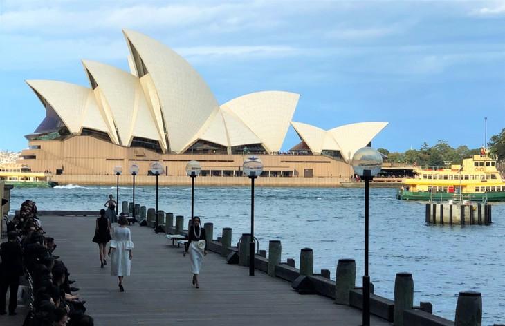 H'Hen Niê nổi bật trong show diễn của NTK Đỗ Mạnh Cường ở Sydney - ảnh 19