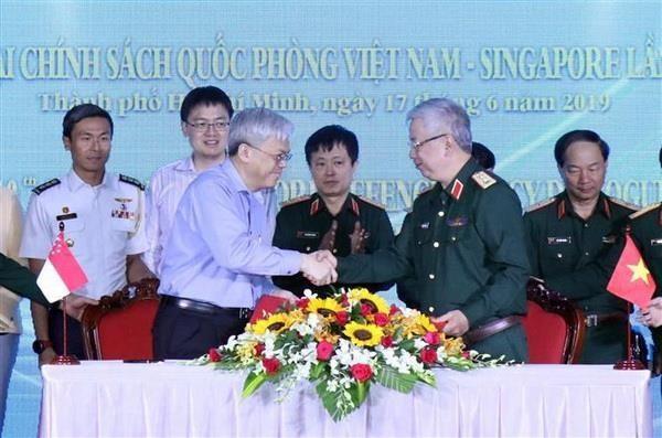 ผลักดันความร่วมมือด้านกลาโหมเวียดนามและสิงคโปร์ - ảnh 1
