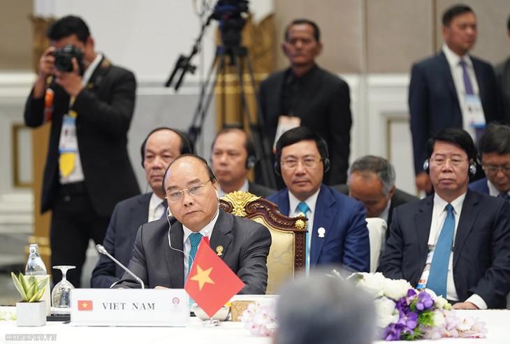 นายกรัฐมนตรี เหงียนซวนฟุก เข้าร่วมการประชุมครบองค์ผู้นำอาเซียนครั้งที่ 34 - ảnh 1