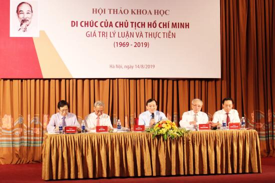 """การสัมมนาเชิงวิชาการ """"พินัยกรรมของประธานโฮจิมินห์-คุณค่าทางทฤษฎีและสถานการณ์ที่เป็นจริง"""" - ảnh 1"""