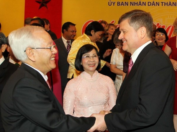 Ho Chi Minh City authorities meet foreign organizations  - ảnh 1