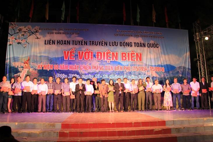 Colorful art programs celebrate Dien Bien Phu victory - ảnh 2