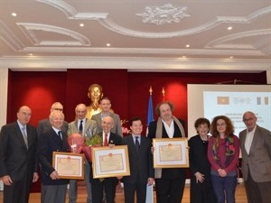 Vietnam honors 3 French physicians - ảnh 1