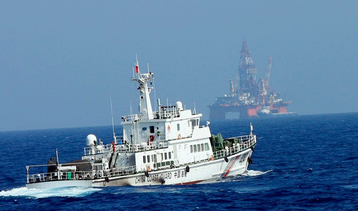 S.Koreans protest China's illegal oil rig in East Sea - ảnh 1
