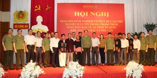 Role models in national defense honored - ảnh 1