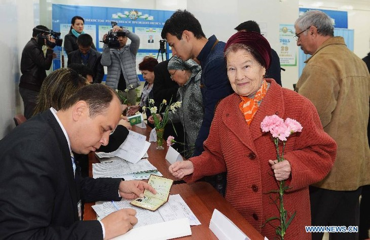Voting for presidential election begins in Uzbekistan - ảnh 1